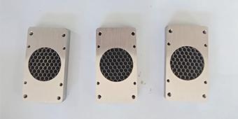 铝蜂窝芯规格是由铝箔厚度以及蜂窝孔格尺寸来确定